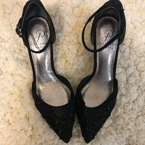 Elegant black heels size 6. Never worn!